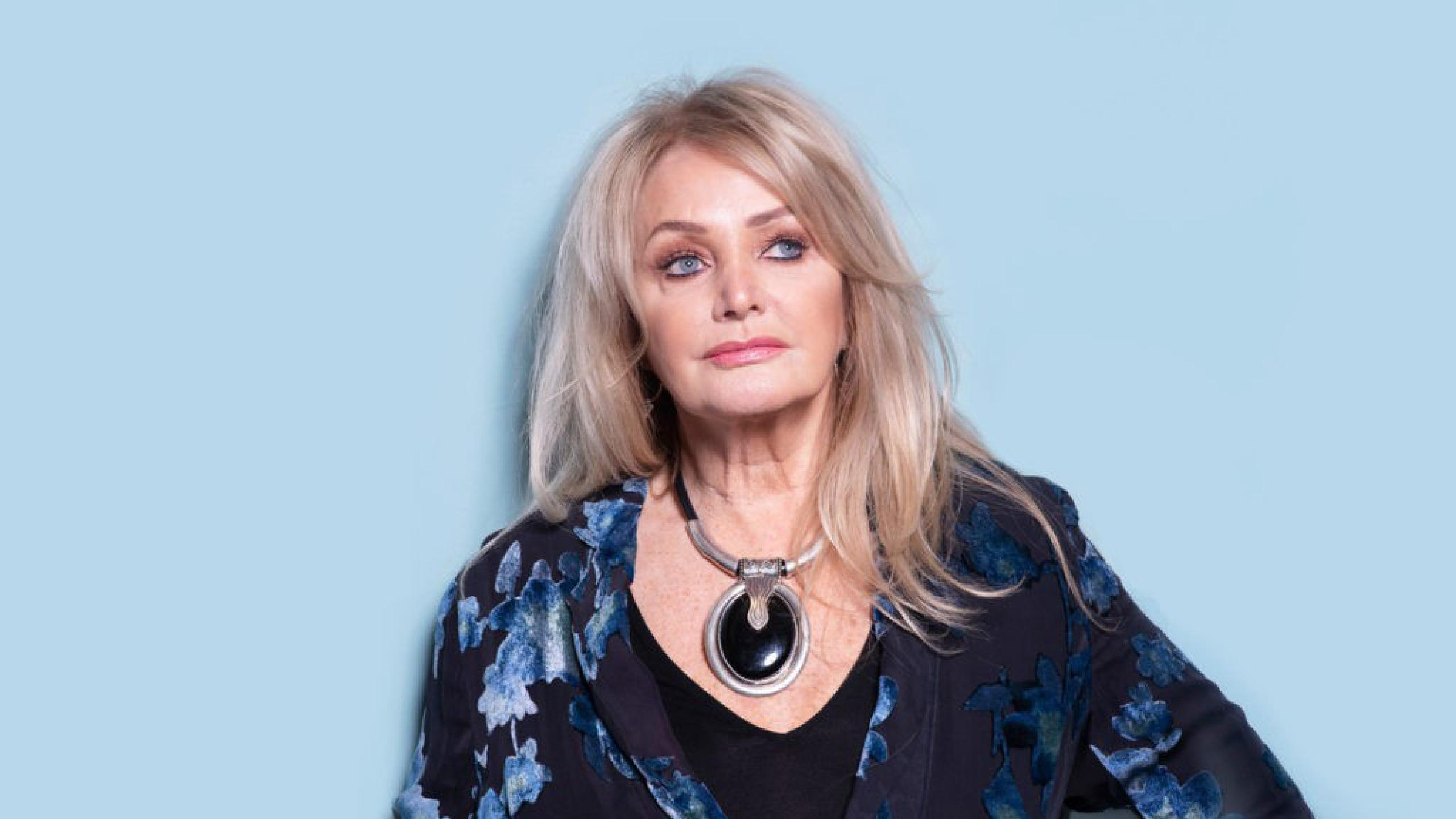 Bonnie Tyler learns to swim after falling from yacht